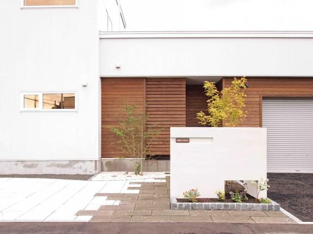 軟石アプローチのシンプルナチュラルエクステリア 札幌市北区K様邸1