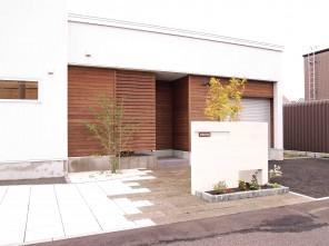 軟石アプローチのシンプルナチュラルエクステリア 札幌市北区K様邸2