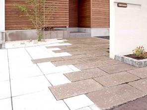 軟石アプローチのシンプルナチュラルエクステリア 札幌市北区K様邸3