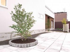 軟石アプローチのシンプルナチュラルエクステリア 札幌市北区K様邸4