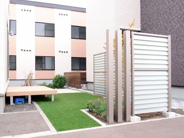 LIXIL サニーブリーズフェンスと人工芝のお庭 札幌市白石区H様邸1