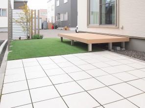 LIXIL サニーブリーズフェンスと人工芝のお庭 札幌市白石区H様邸4